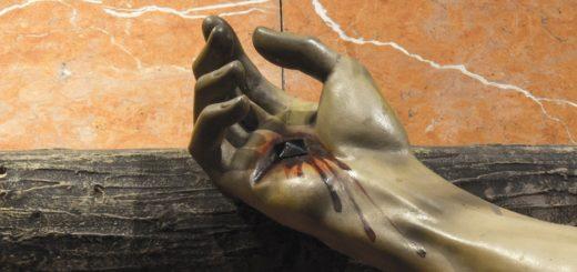 Die Hände durchbohrt