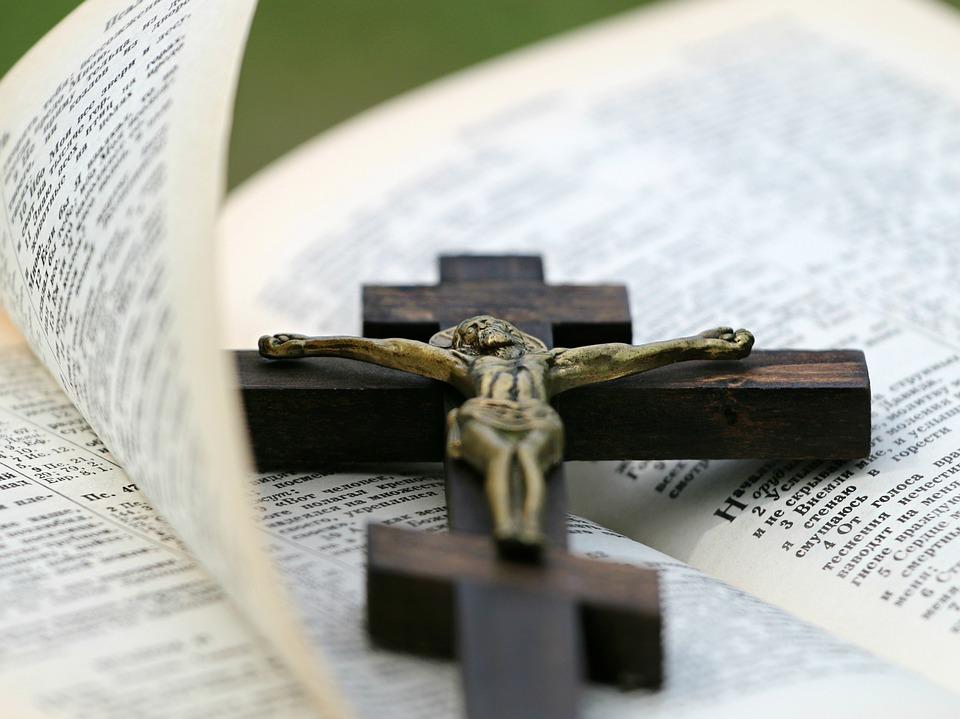 Jesus auf jeder Seite der Bibel